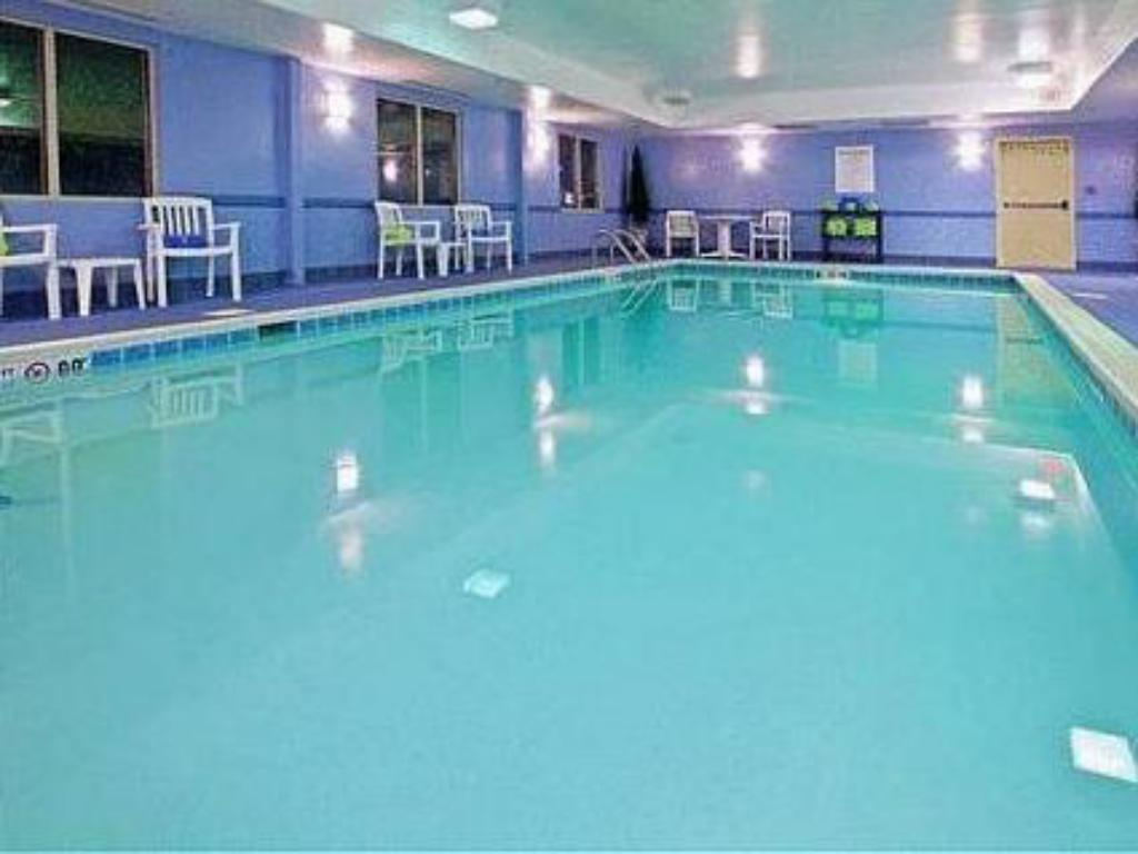 Swimming pool Holiday Inn Express Hotel & Suites Elizabethtown