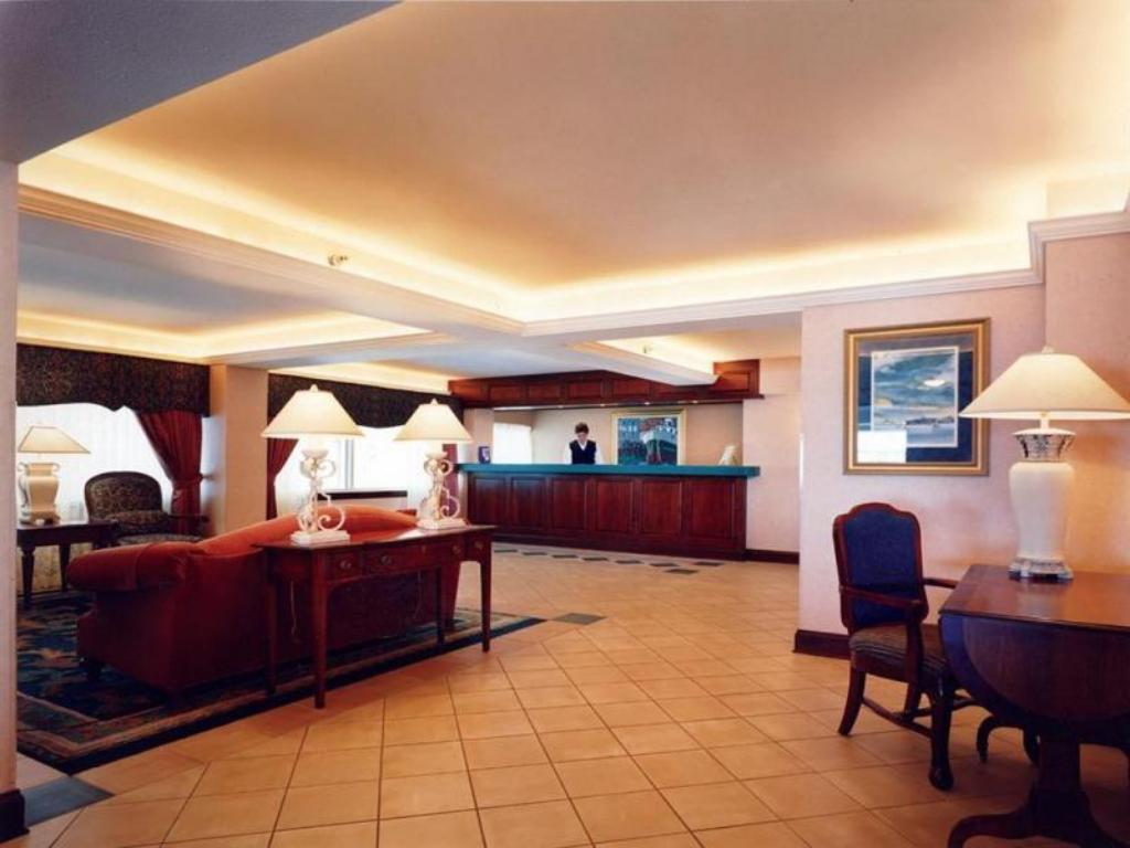 Лоби Holiday Inn Harborview-Port Washington