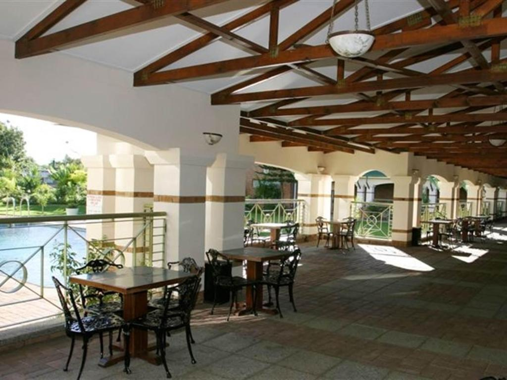 מרפסת Holiday Inn Bulawayo Hotel
