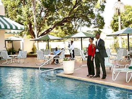 Piscina Holiday Inn Harare Hotel