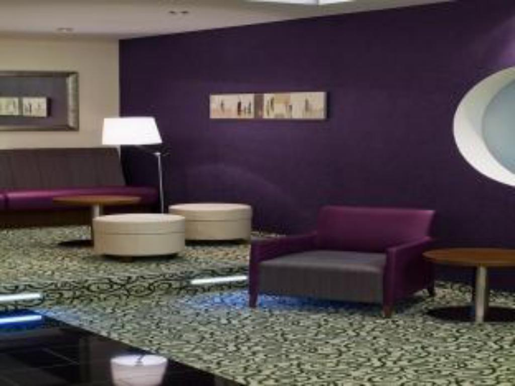 לובי Holiday Inn Express Stuttgart Airport