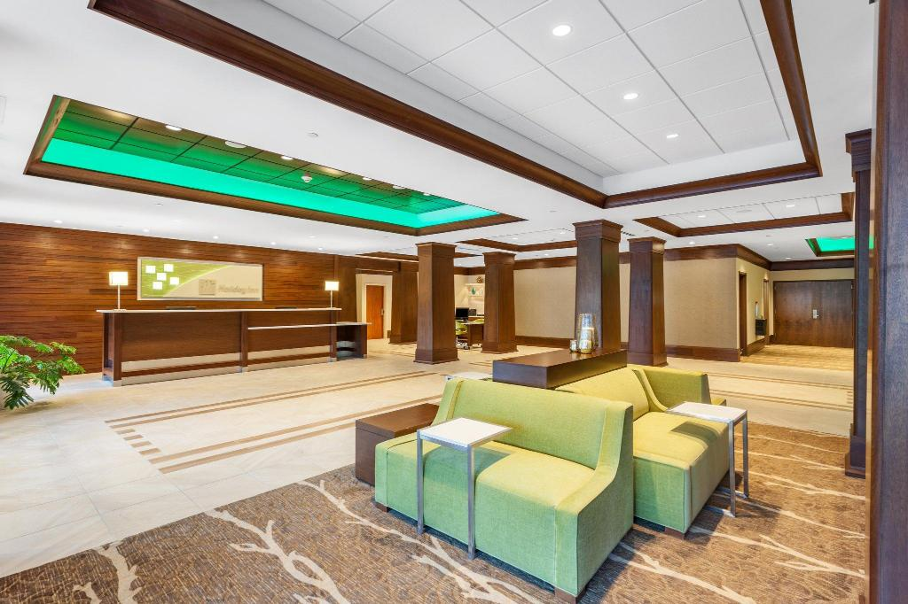 Лобби Holiday Inn Charlottesville-Monticello