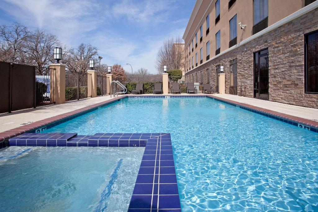 Swimming pool [outdoor] Holiday Inn Express Arlington Interstate 20 Parks Mall