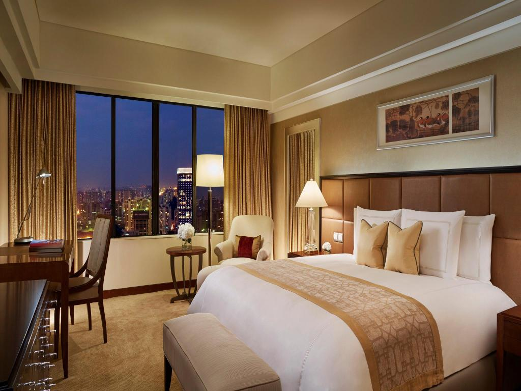 Club Deluxe City View, Club level, Guest room, 1 King - Bed The Portman Ritz-Carlton, Shanghai