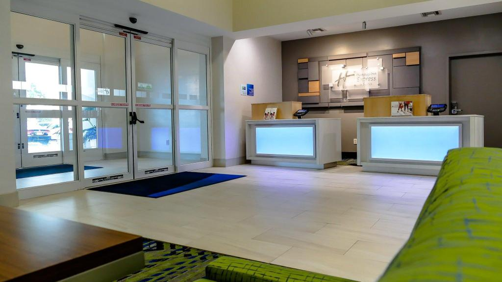 Lobby Holiday Inn Express St. Petersburg North / I-275