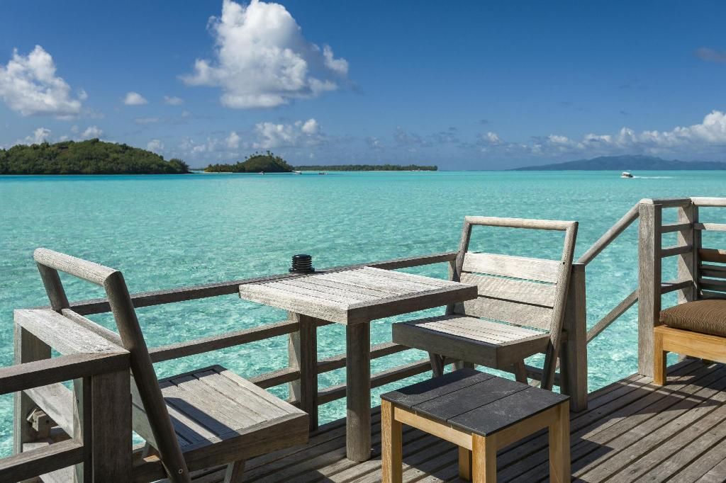 End Of Pontoon Overwater Bungalow - منظر