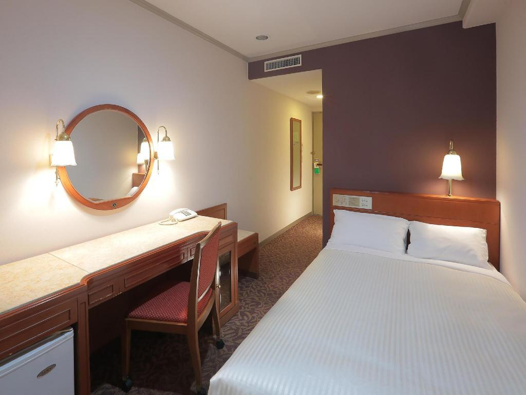Small Double Bed Non Smoking - Guestroom Sasebo Washington Hotel