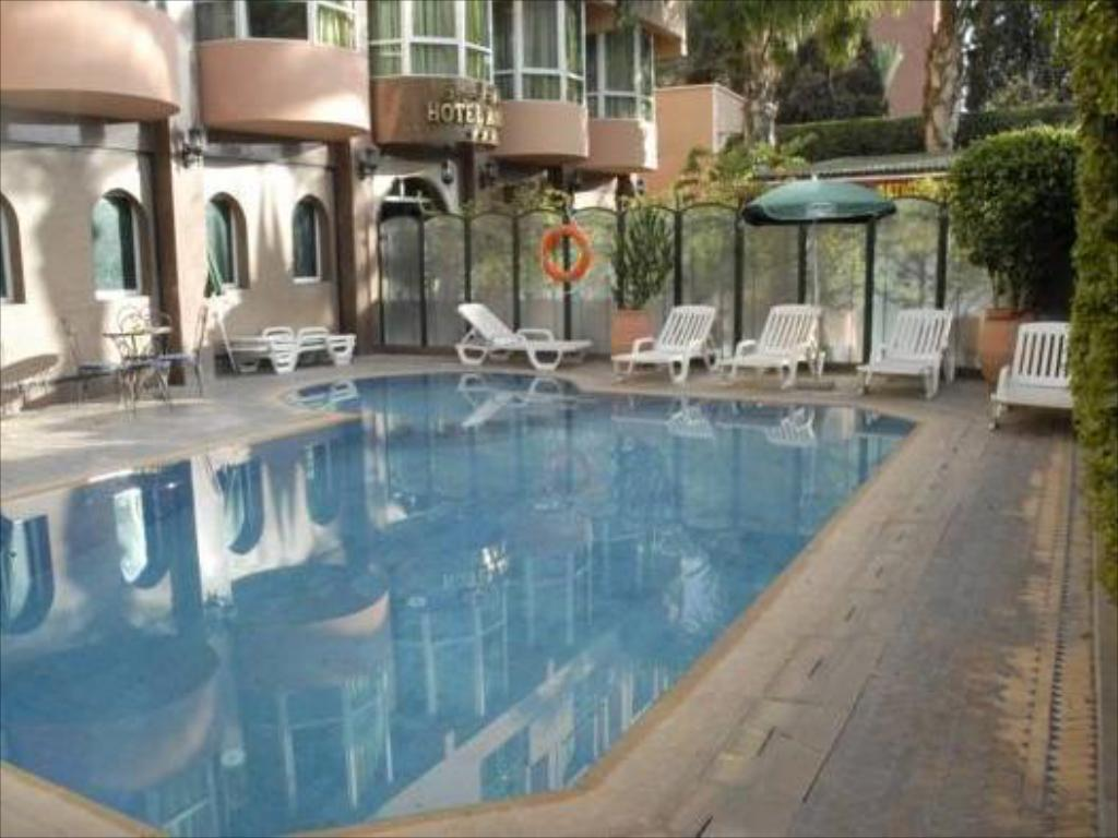 Swimming pool Hotel Akabar