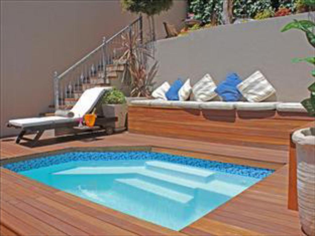 Swimming pool Alta Bay Guest House