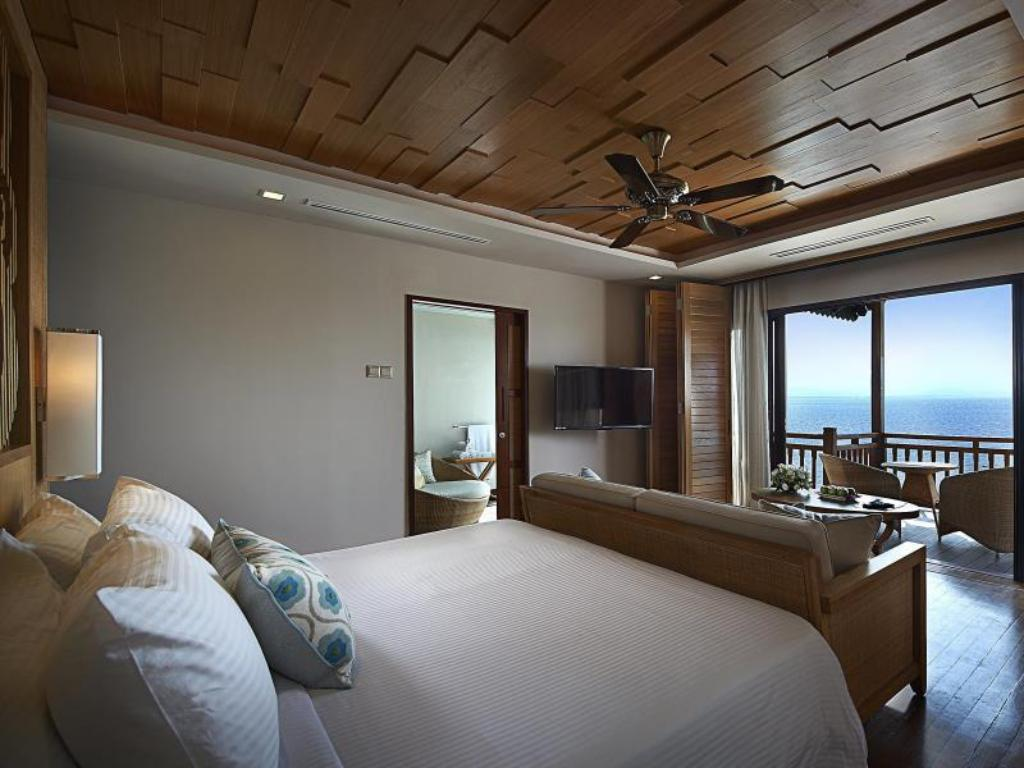 Premier Suite on Water - Bed