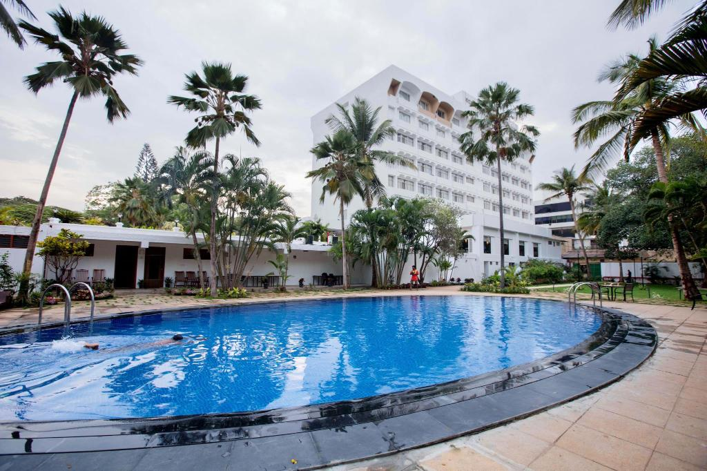 Swimming pool Hotel Southern Star Mysore