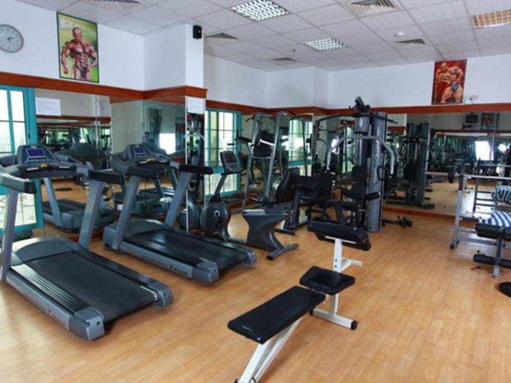 siłownia/sala do fitnessu Ramee Suites 3 Apartments