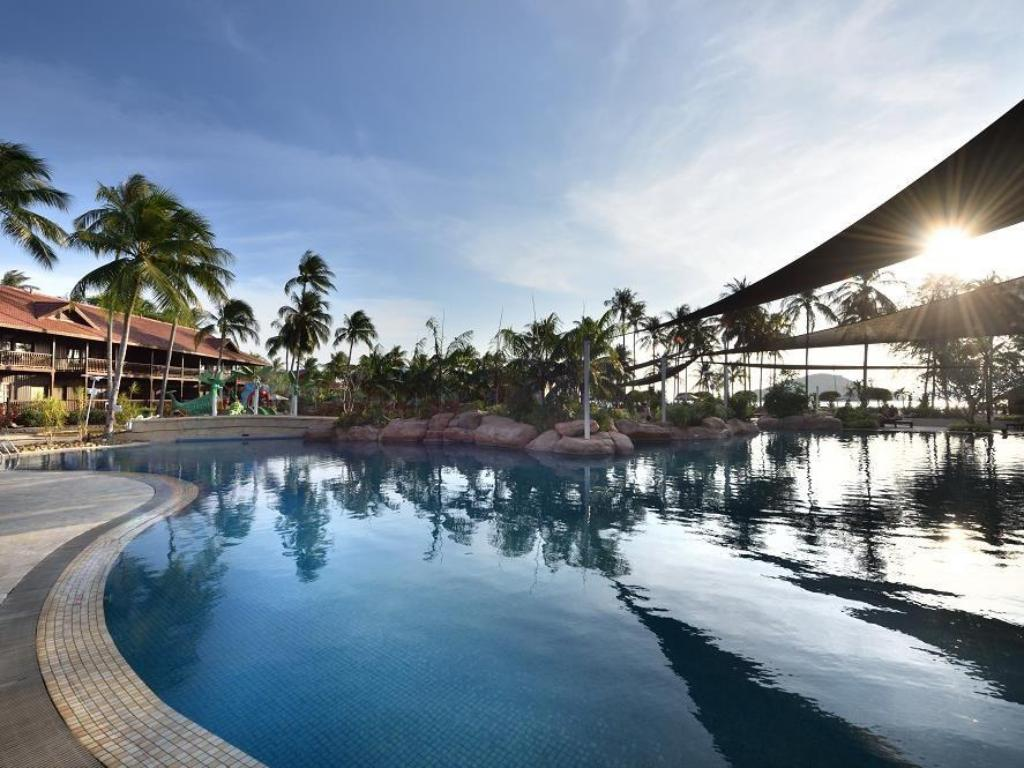 Swimming Pool Outdoor Meritus Pelangi Beach Resort Spa