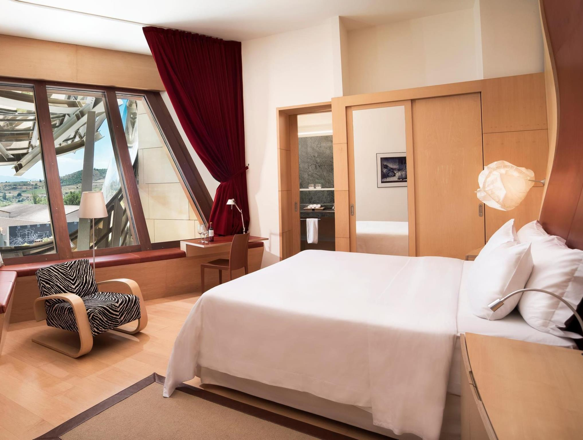 Deluxe King or Twin Room - Gehry Building