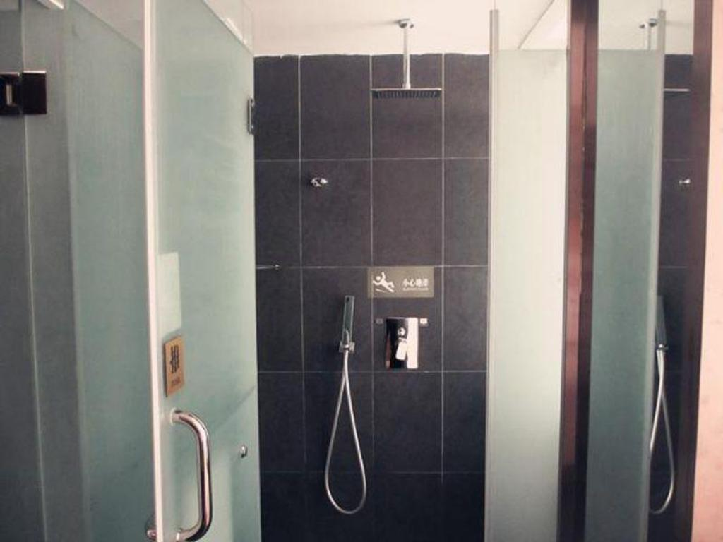 Deluxe Twin - Domestic Resident Only - Bathroom James Joyce Coffetel Wuhan Guanggu Yangguang Avenue Branch