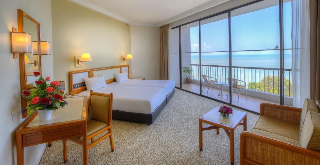 Junior Suite Tower - Guestroom Copthorne Orchid Hotel Penang