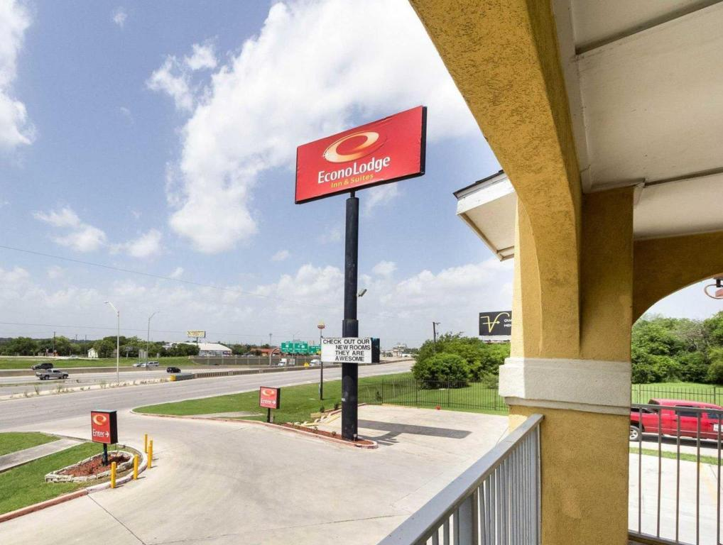 Pohled zvenku Econo Lodge Inn & Suites Downtown Northeast