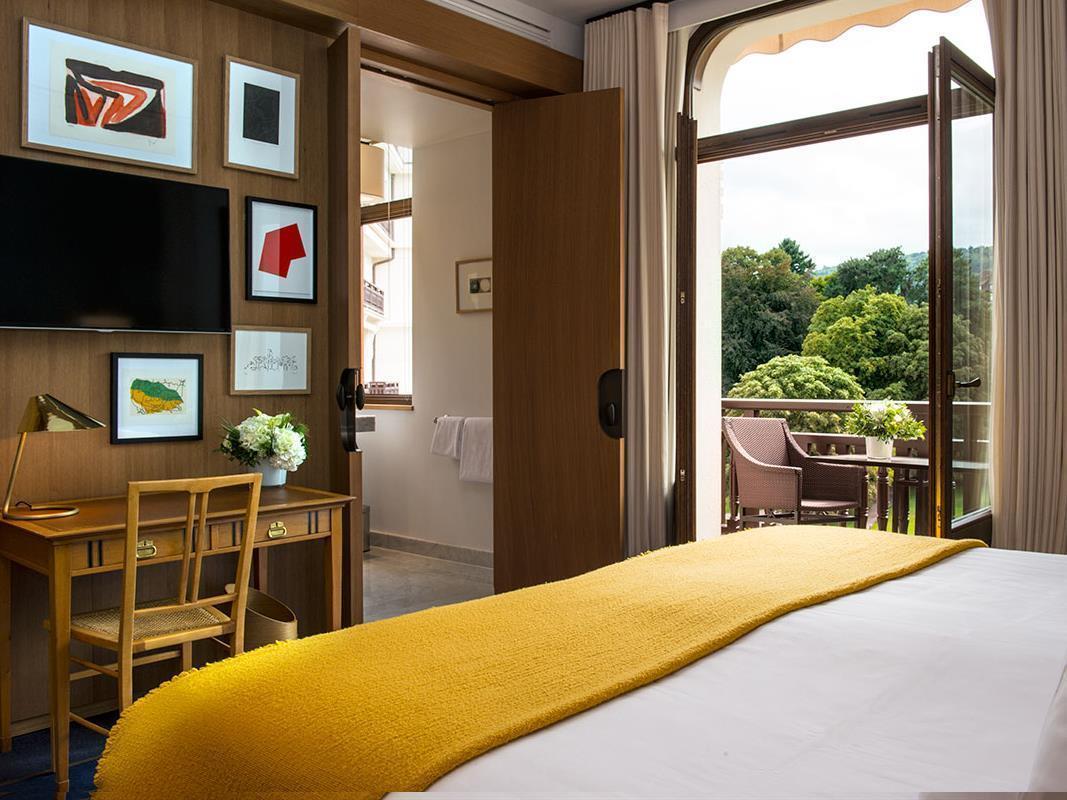 h tel royal evian resort hotel royal evian resort. Black Bedroom Furniture Sets. Home Design Ideas