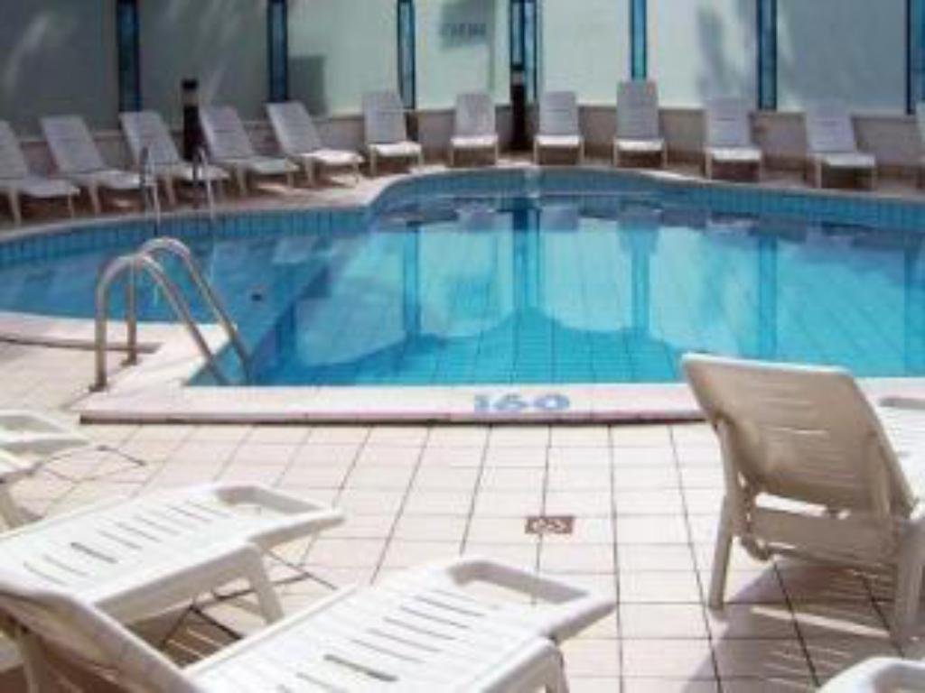 Swimming pool Hotel Brown
