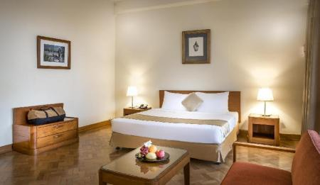 Deluxe King Bed Inya Lake Hotel