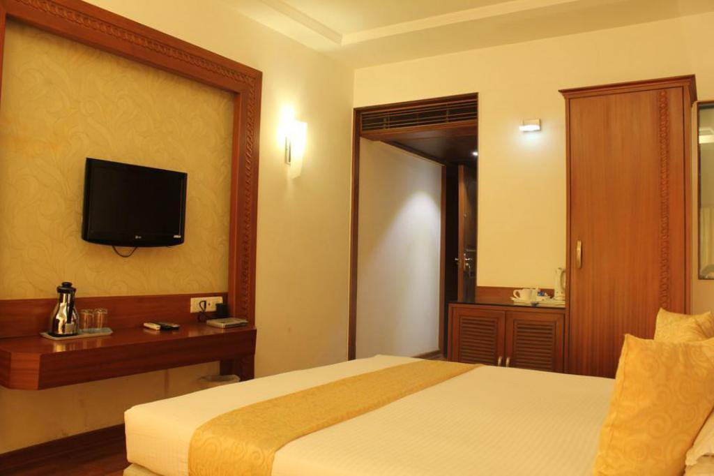 Deluxe Room 1 King or 2 Twins - Free Internet - Interior view Hotel Kohinoor Park