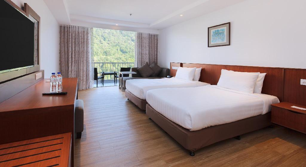 Superior Hill View Room with Double Bed - Bed Bayview Beach Resort