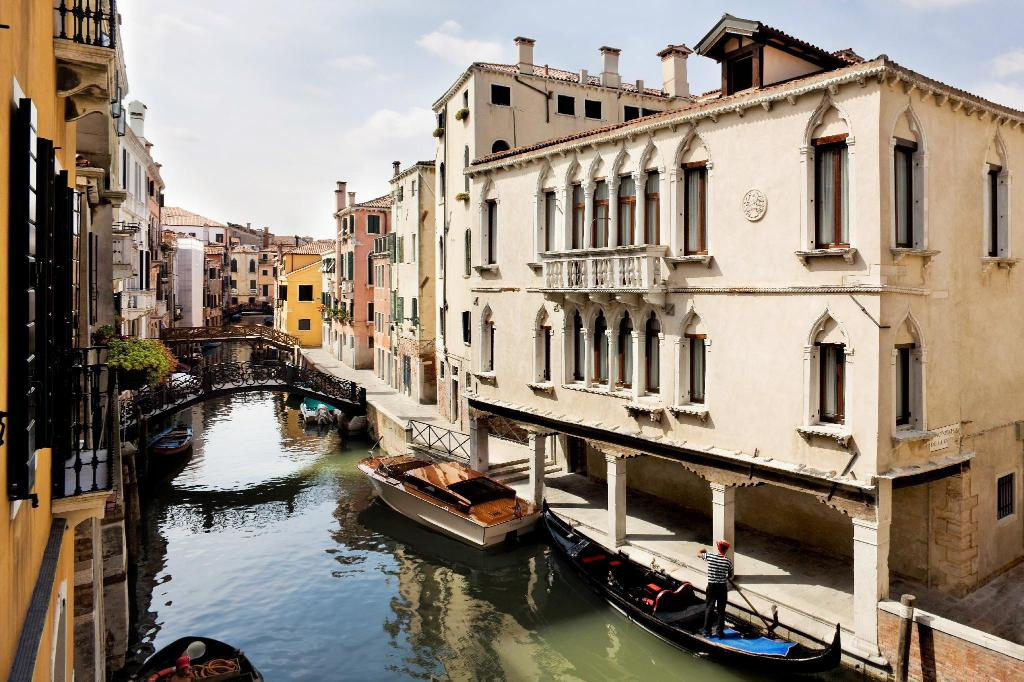 Astonishing Book Maison Venezia Una Esperienze In Venice Italy 2019 Download Free Architecture Designs Crovemadebymaigaardcom