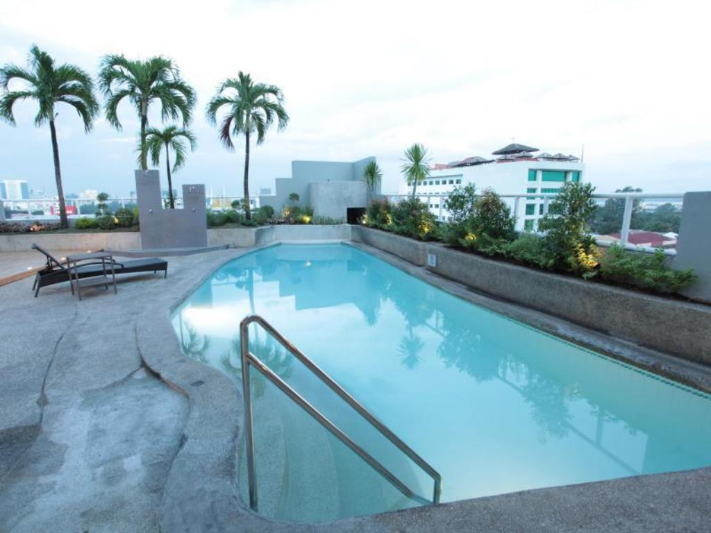 Summit circle cebu in philippines room deals photos - Hotels in cebu with swimming pool ...