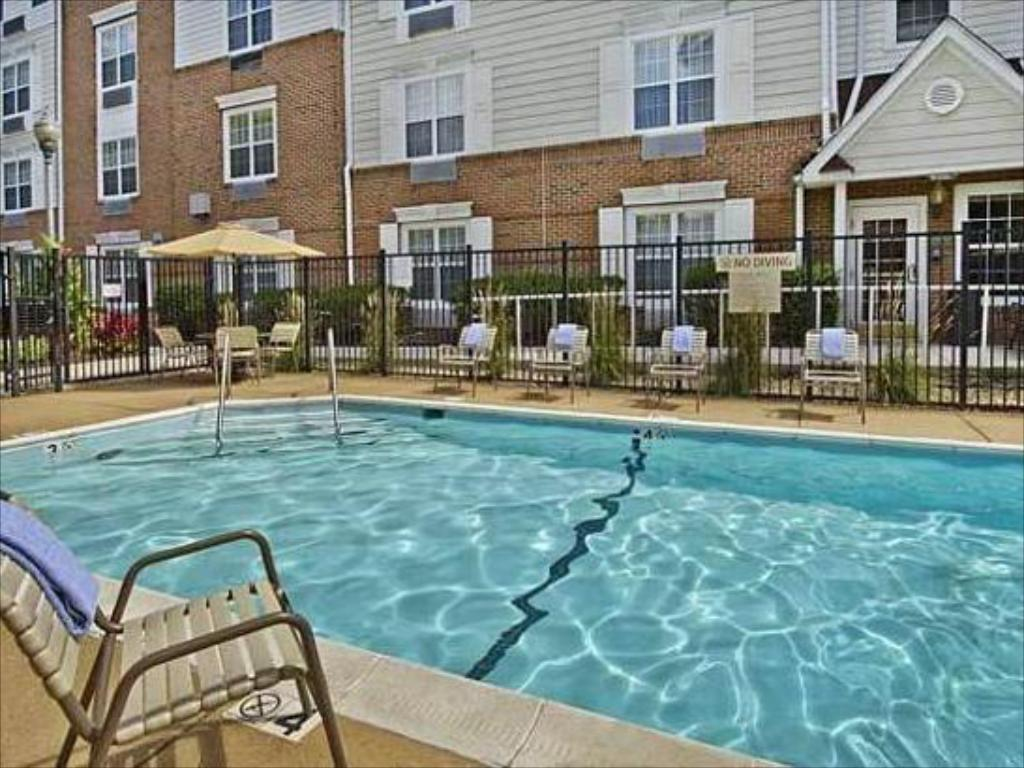 Swimming pool TownePlace Suites Falls Church