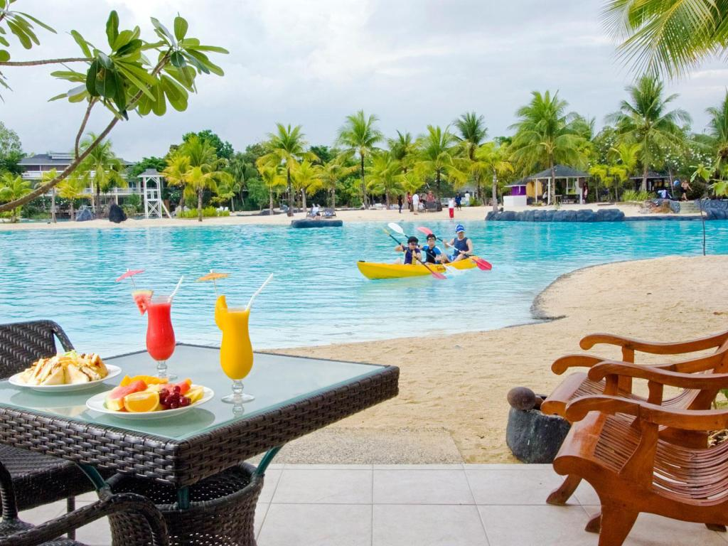 Lagoon Side - Pool Plantation Bay Resort & Spa