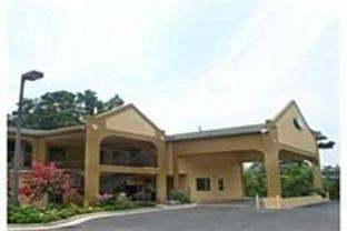 Green Roof Inn & Suites Hotel