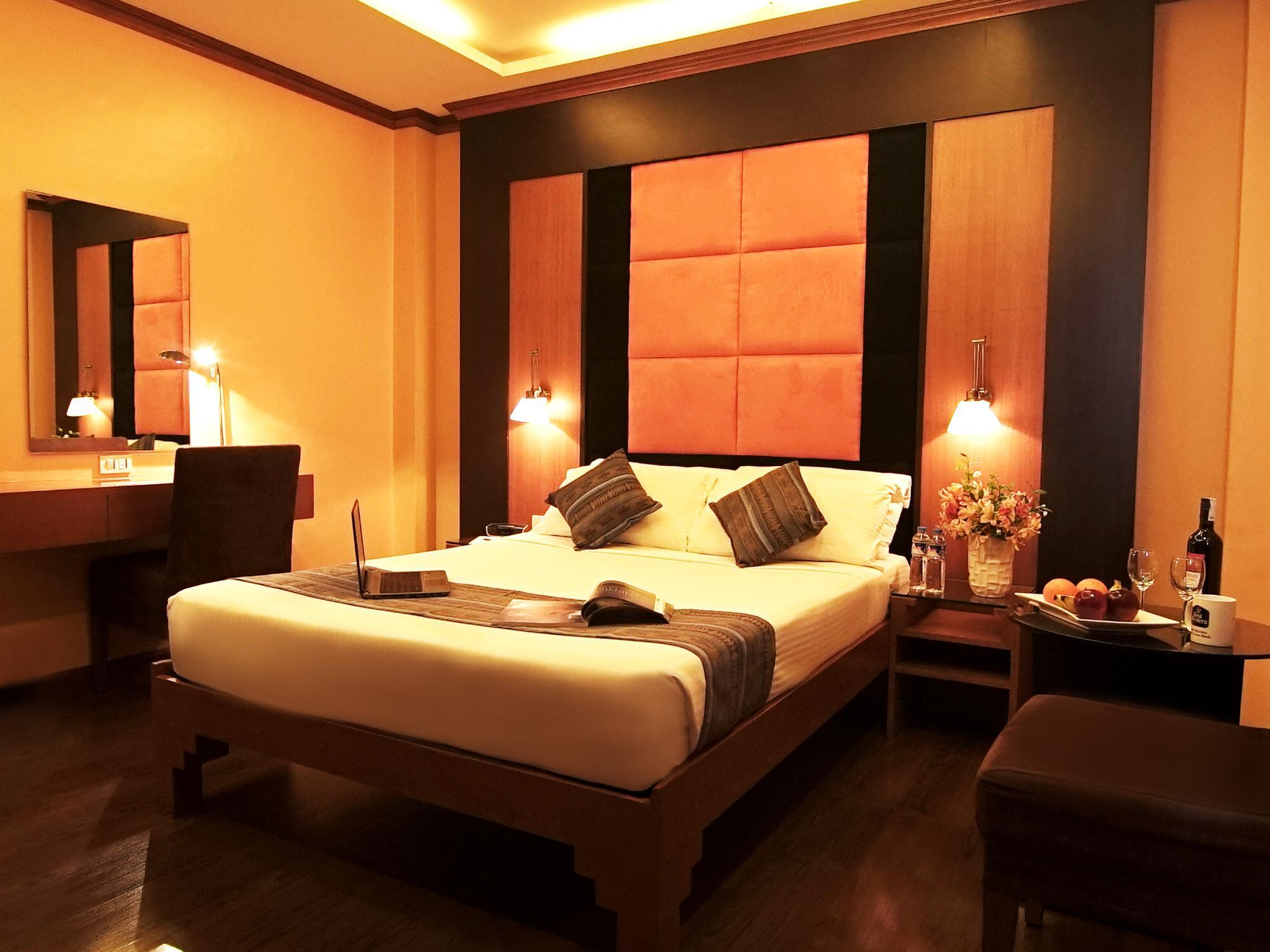 Kamar Superior dengan Kasur Queen – Bebas Asap Rokok (1 Queen Bed Superior Room, No Smoking)