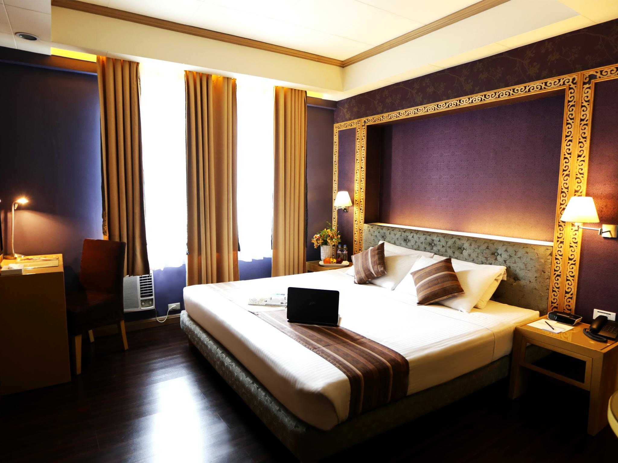 Kamar Deluxe dengan Kasur Queen – Bebas Asap Rokok (1 Queen Bed Deluxe Room, No Smoking)