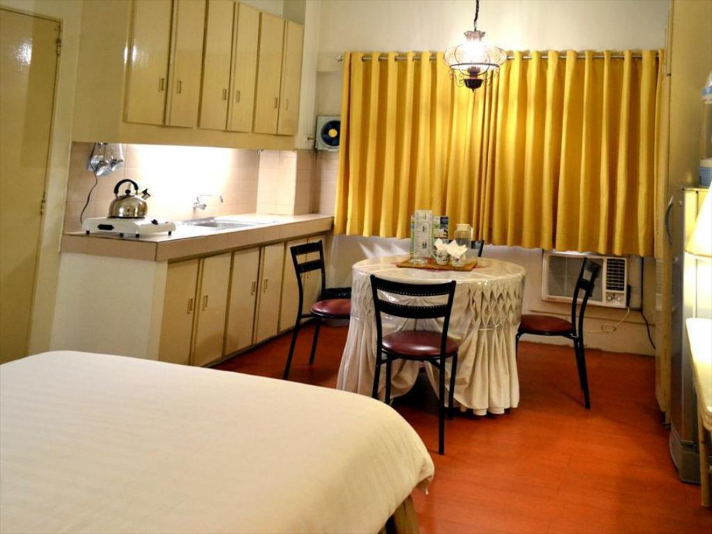 Deluxe with Kitchen
