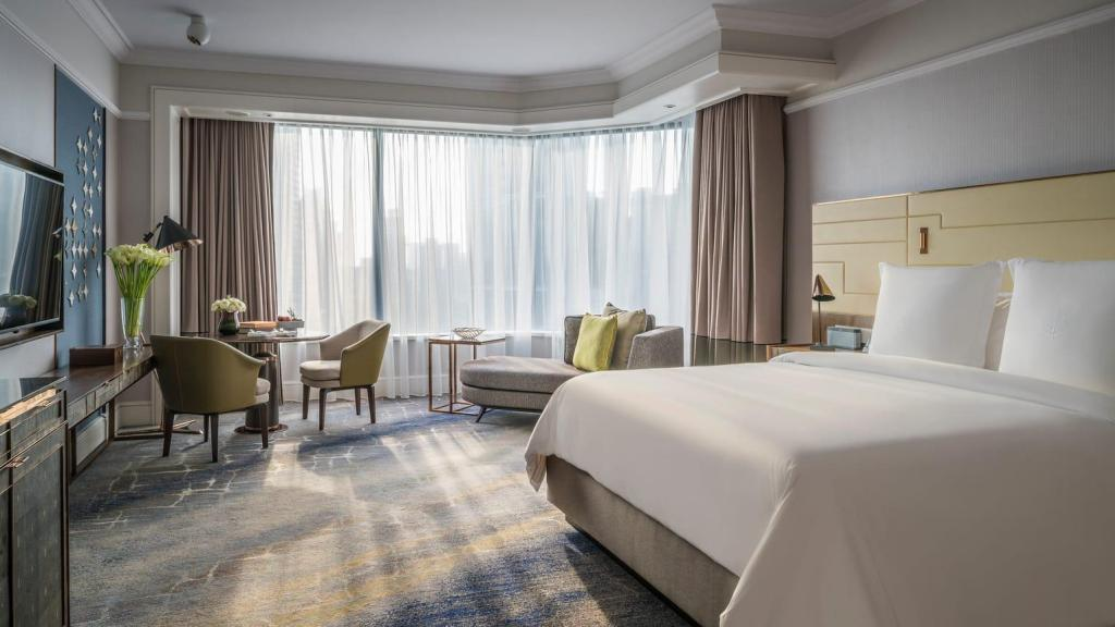 Boulevard City View Room King bed - 客室 フォー シーズンズ ホテル シンガポール (Four Seasons Hotel Singapore)