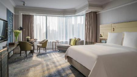 Boulevard City View Room King bed Four Seasons Hotel Singapore