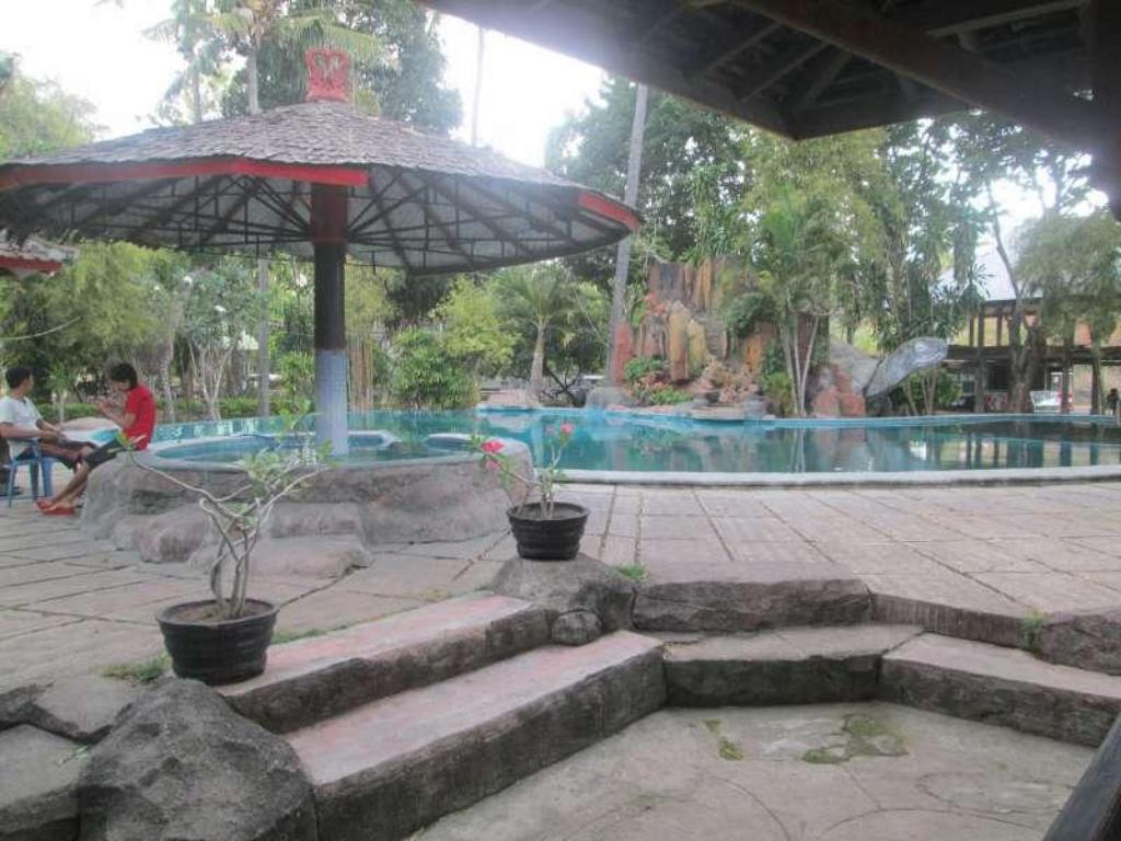 Swimming pool Kencana Beach Cottage
