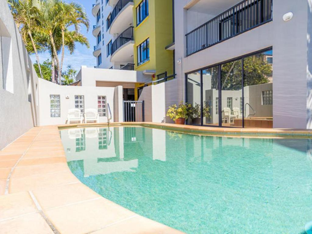 Best Price On Belaire Place Motel Apartments In Sunshine