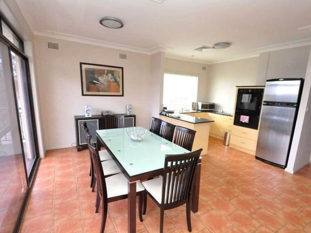 2 Bedroom Apartment - Dining room/area North Ryde Furnished Apartments 69 Melba Drive