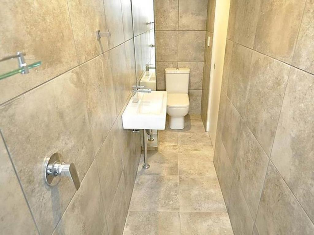 One Bedroom Apartment - Bathroom Ultimo Furnished Apartments 3 Harris Street
