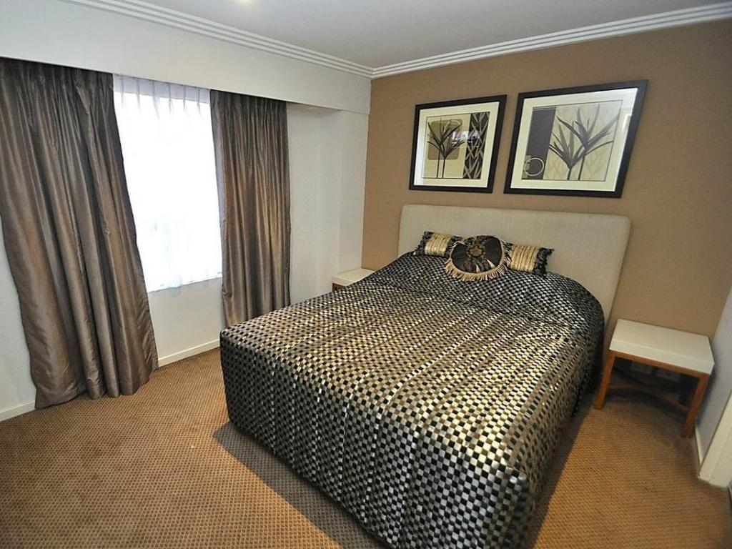 One Bedroom Apartment - Bed Sydney CBD Furnished Apartments 625 Harbour Street
