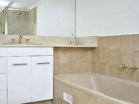 Bathroom Sydney CBD Furnished Apartments 41 York Street