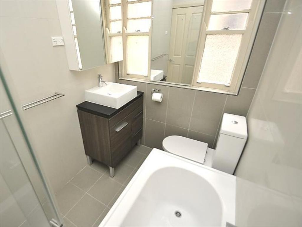 Two Bedroom Apartment - Bathroom Randwick Furnished Apartments 134HG High Street