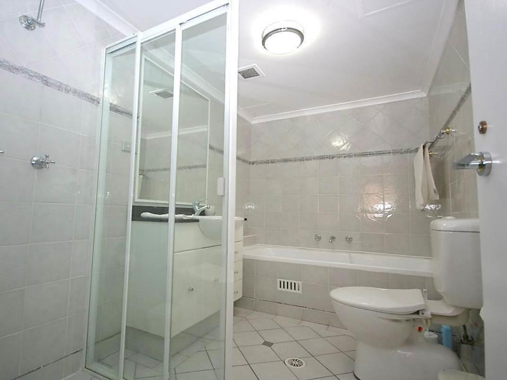 One Bedroom Apartment - Bathroom Pyrmont Furnished Apartments 42 Harwood Street