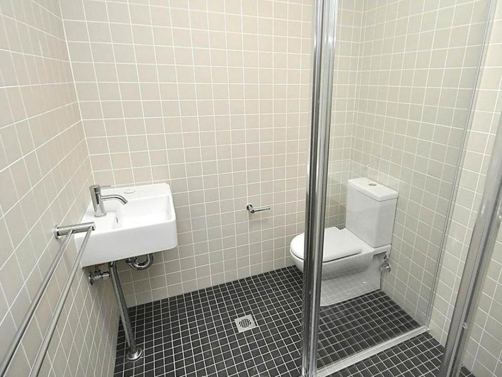 1 Bedroom Apartment - Bathroom Glebe Furnished Apartments 5 Glebe Point Road
