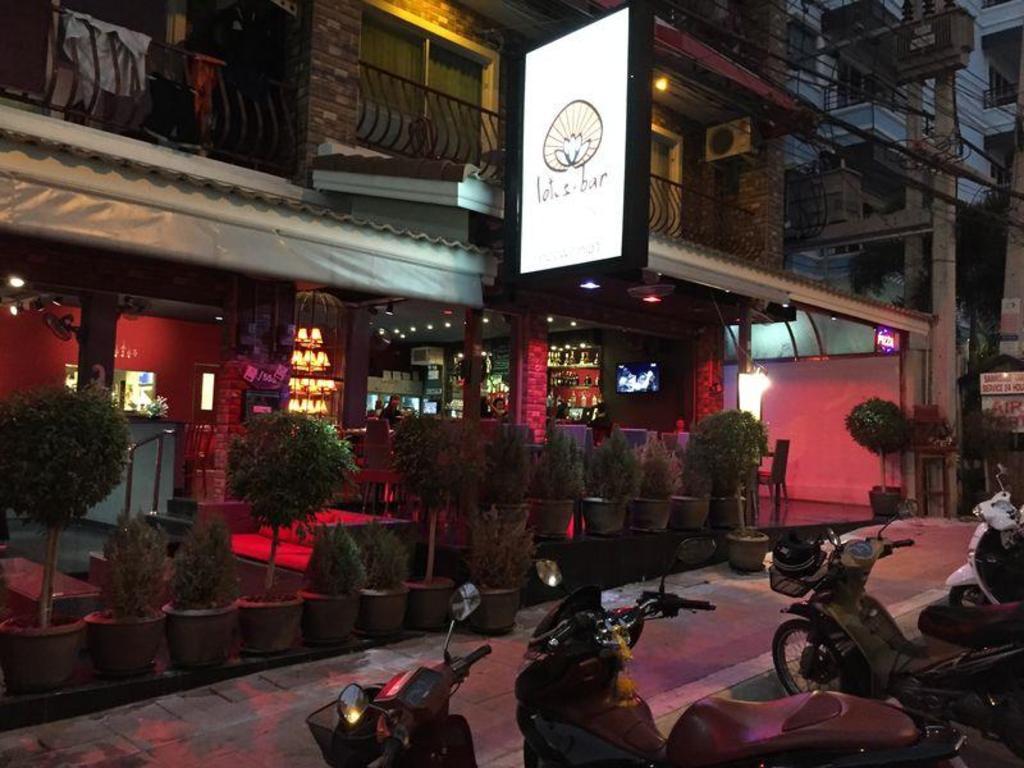 Best Price On Lotus Bar In Pattaya Reviews