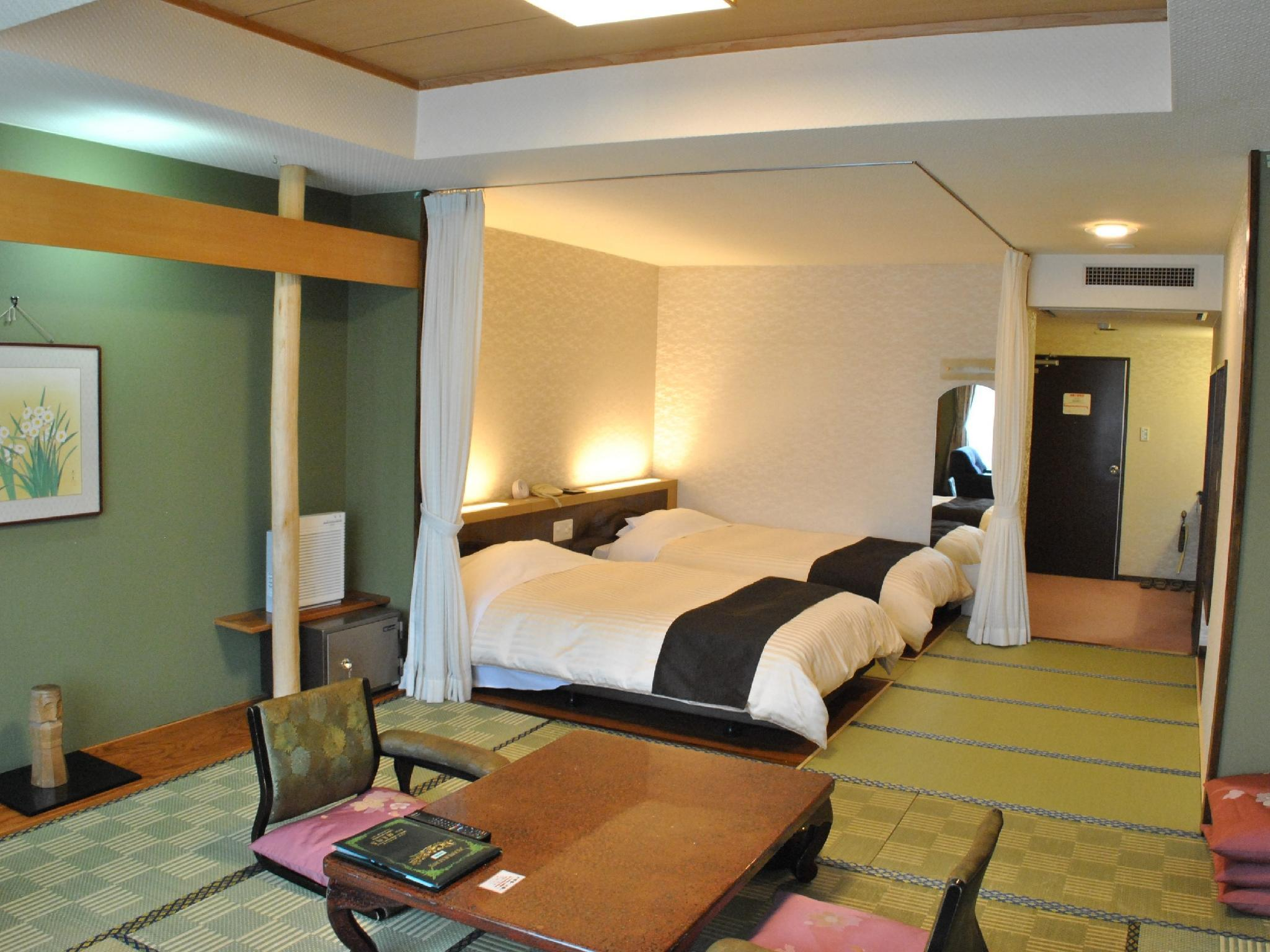 Japanese/Western-style Room (2 Beds, Central Wing or South Wing)
