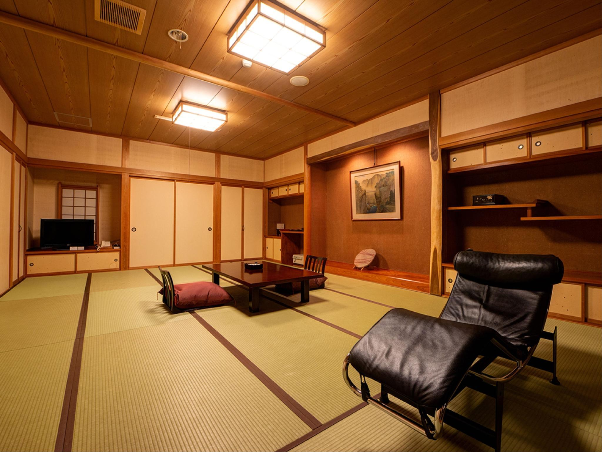 Japanese-style Room with Scenic View Open-air Hot Spring Bath (Yusui Type, Yunozaka Wing)