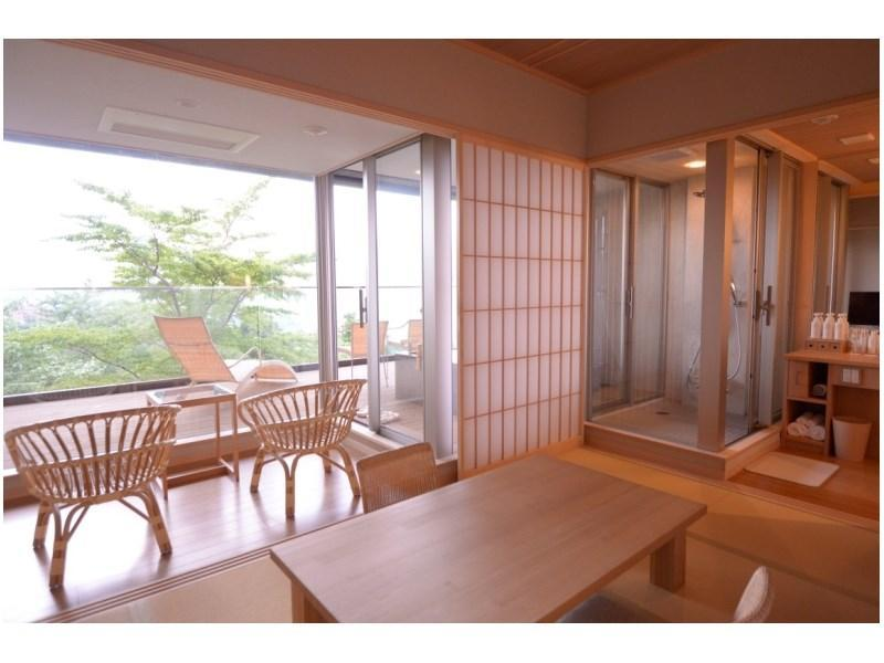 다다미 침대 객실(툇마루/데크) (Japanese/Western-style Room with Hiroen Space & Deck)