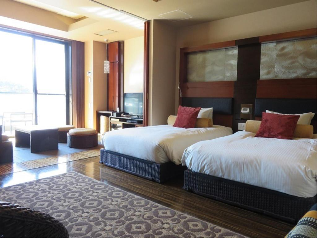 Executive Large Japanese/Western-style Room (2 Beds, Plaza Wing) - Guestroom